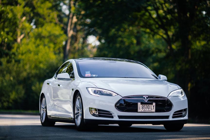 Tesla model S-S-Limousine-W-on-Wheels