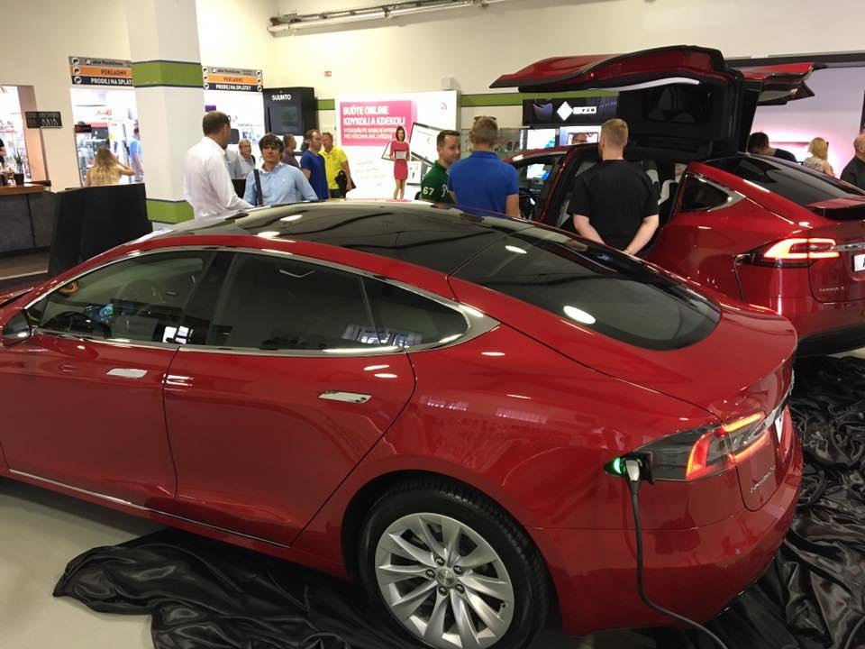 Tesla v showroome v Holešoviciach