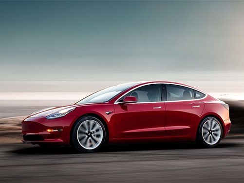 Nový Tesla Model 3 2018 v pohybe