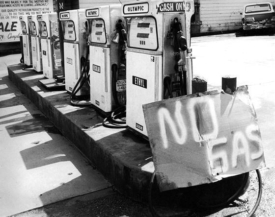Uzavřená benzinka v americkém San Franciscu během ropné krize.