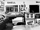 Benzinka Shell v newyorském Brooklynu během ropné krize (říjen 1973)