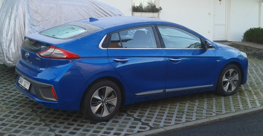 Elektromobil Hyundai Ioniq Electric z boku