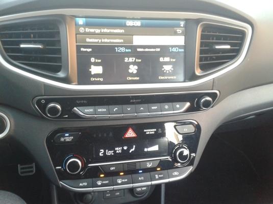 Ovládací konzola elektromobilu Hyundai Ioniq Electric